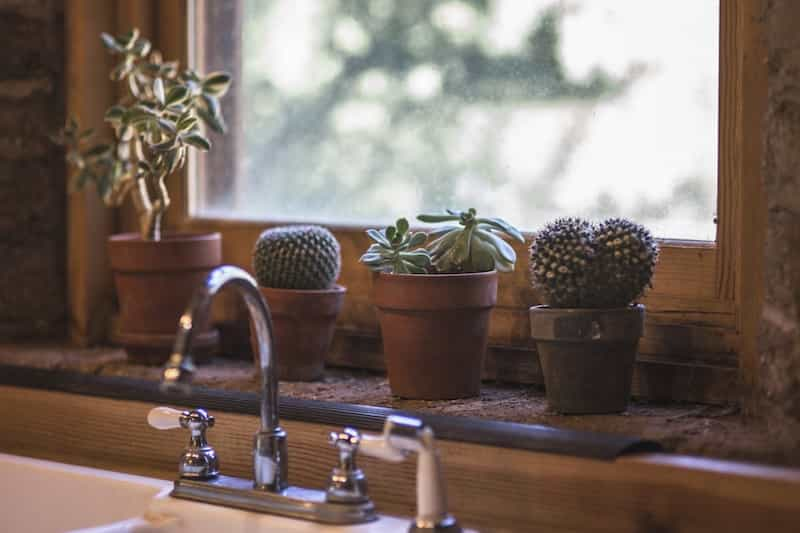 How To Reduce Humidity In A Room Naturally